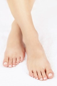 2207290-female-feet-with-pedicure